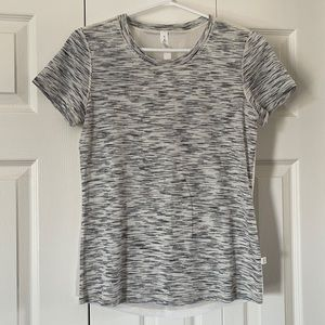 Rare lululemon t-shirt, size 6🔥🔥